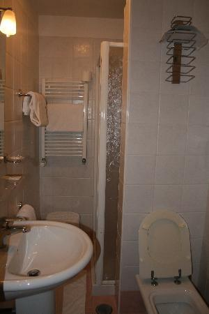 Hotel Belle Arti: baño