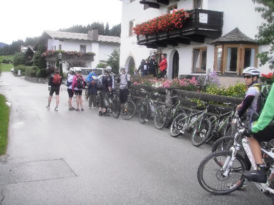 Pension Christoph: GETTING READY TO CYCLE