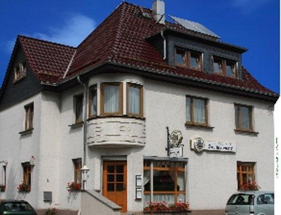 Zella-Mehlis, Deutschland: Ansicht von der anderen Straßenseite