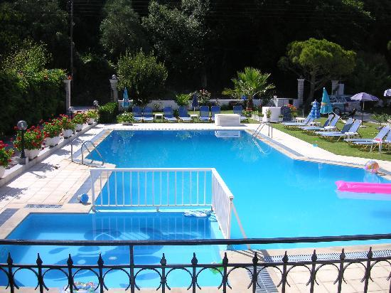 Varvara Apartments: pool 1
