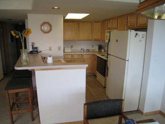 Lakepoint Condominiums: Kitchen