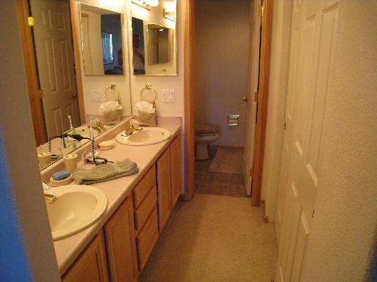 Lakepoint Condominiums: Master bath