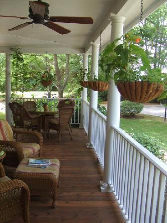 The Harvest Inn: the porch