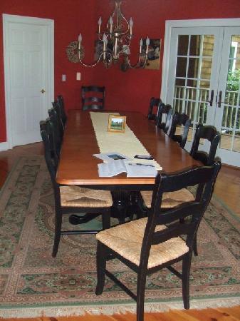The Harvest Inn: breakfast room