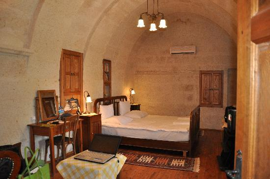 Esbelli Evi Cave Hotel: Hillside Suite bedroom