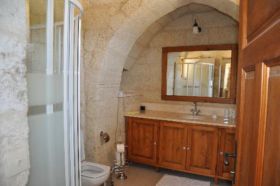 Esbelli Evi Cave Hotel: Hillside Suite bathroom