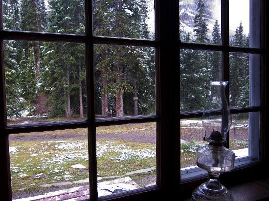 Skoki Lodge: snowy August afternoon at Skoki