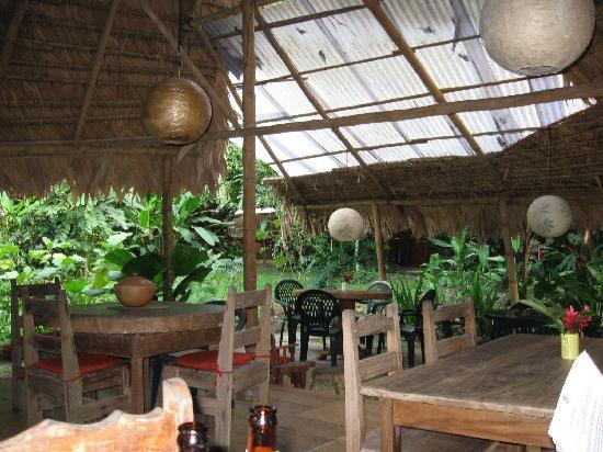 Miraflores Lodge: interior dining area