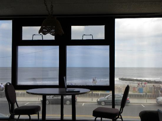 Aloha Oceanfront Motel: View from our room