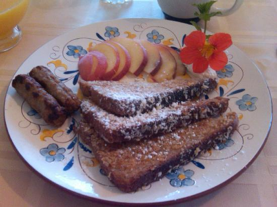 The Borland B&B & Brunch House : 3 Course Breakfast is Magnificent!