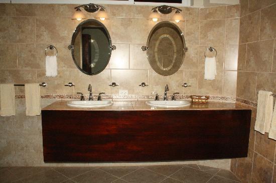 Le Chateau: King Suite Bath