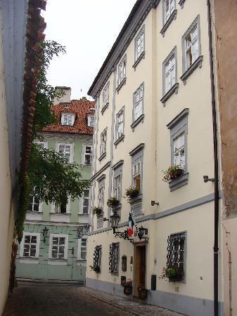 Alchymist Nosticova Palace: Street entrance to hotel
