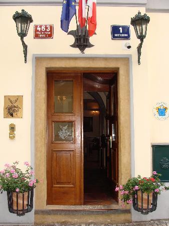 Alchymist Nosticova Palace : Front door to hotel