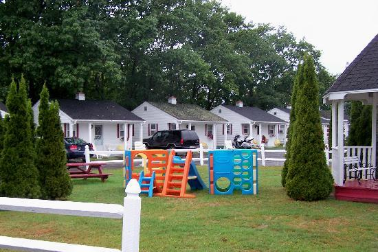 D'Allaire's Motel and Cottages: Play area