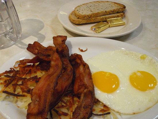 David's Delicatessen & Restaurant: Bacon & Eggs