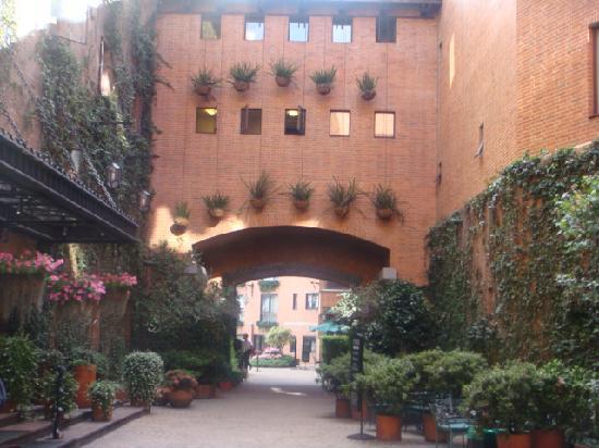 Hotel Estelar La Fontana: patio interior
