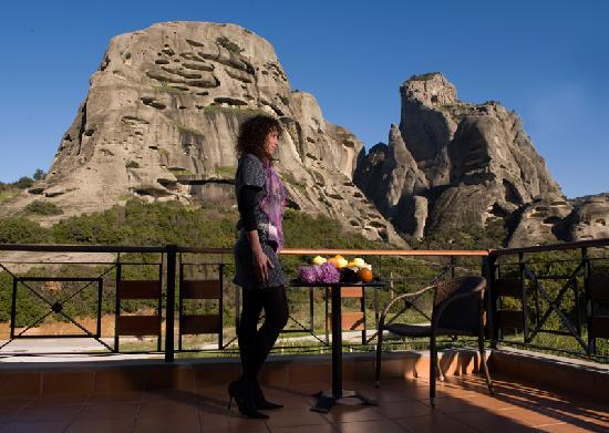 Dellas Boutique Hotel: Room's Balcony with Meteora View