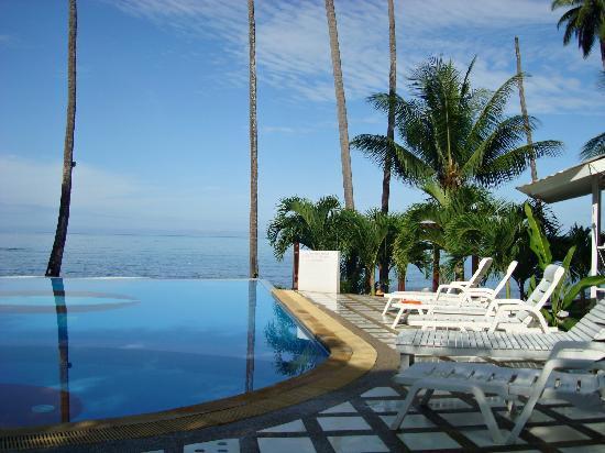 White House Bailan Resort: Blick über den Pool auf´s Meer