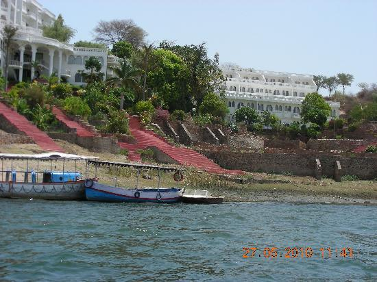 Jaisamand Island Resort: On our way there in a boat.