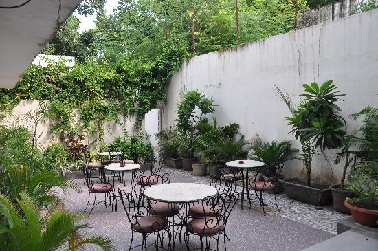 Yatri House: gemütlicher Garten