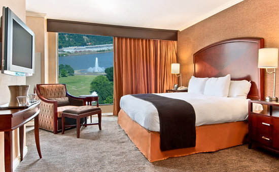 Wyndham Grand Pittsburgh Downtown: Traditional King Guest Room