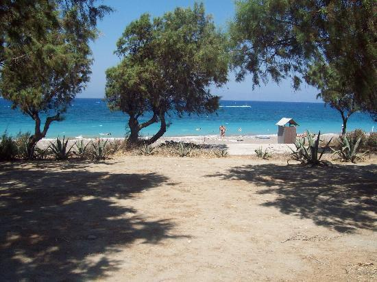 Capsis Hotel Rhodes : No sunbeds on the beach