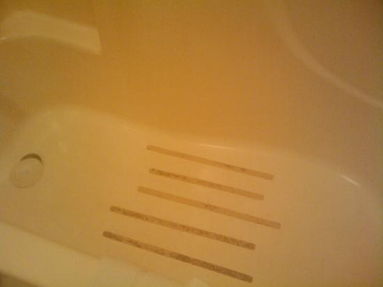Motel 6 Brinkley, AR: Tub is dirty with mold