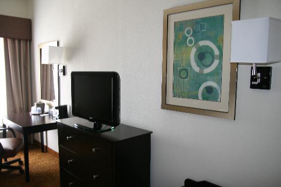 Hampton Inn and Suites Toledo-North: 32 Inch Flat Panel LCD