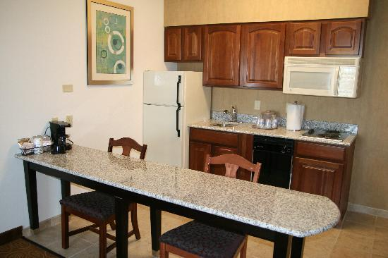 Hampton Inn and Suites Toledo-North: Suites Fully Equipped Kitchen