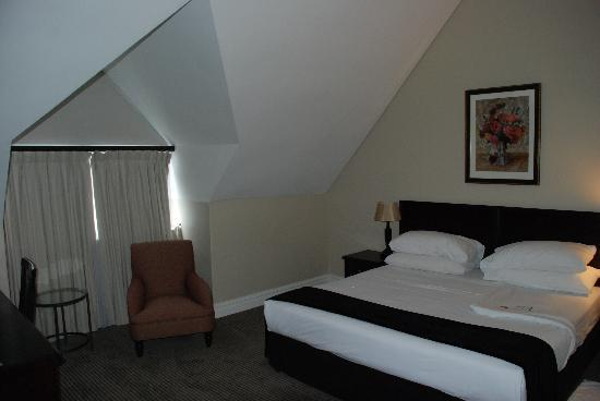 Bantry Bay Suite Hotel : Upstairs Bedroom