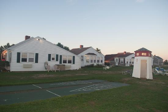 Lighthouse Inn: Side view of the guest house