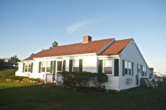 Lighthouse Inn: Another view of the guest house