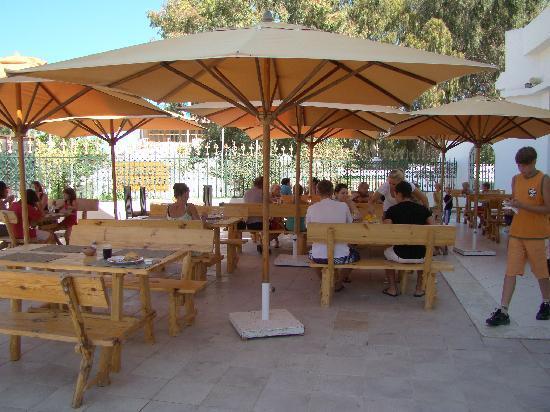 Hotel Royal Nozha : Den udendørs terrasse