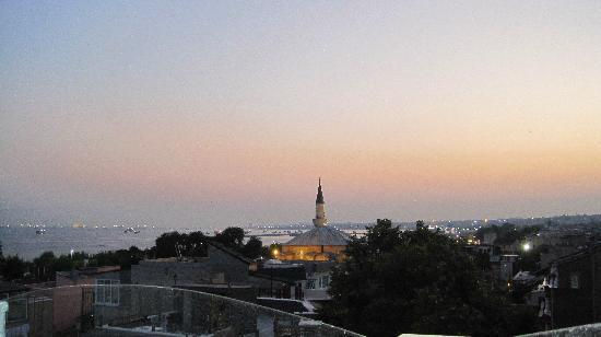 Hotel Amira Istanbul: Sunset view from terrace
