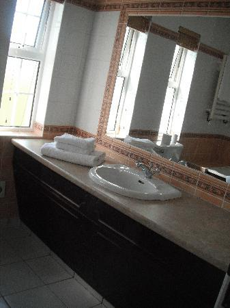 Mulroy Woods Hotel: Spacious Ensuite