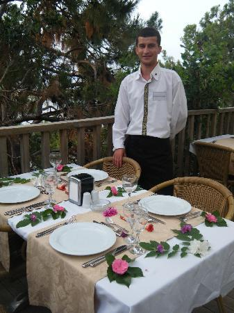 Blue Dreams Resort: Ibrahim decorated our table