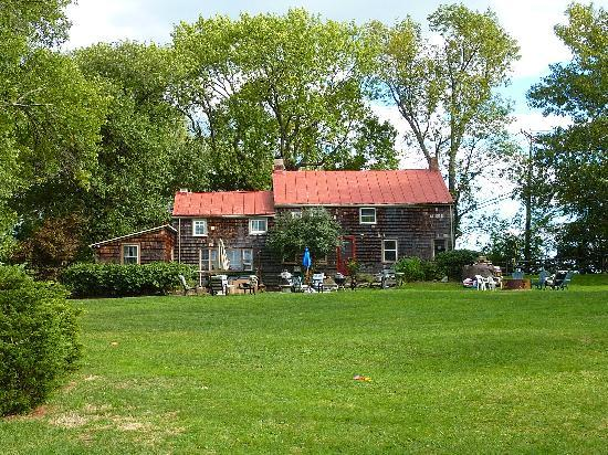Audrey's Farmhouse Bed & Breakfast: BBQ here