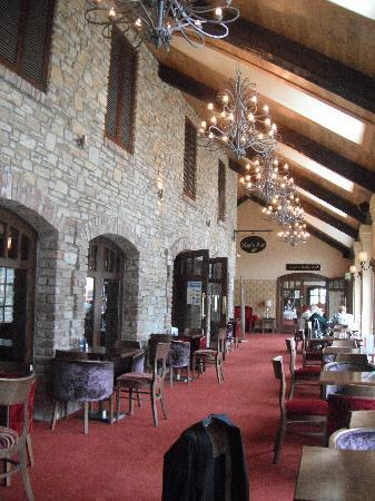 Mulroy Woods Hotel : Area infront of the bars