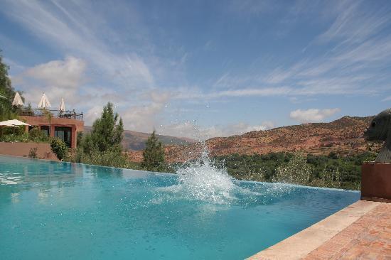 Kasbah Tamadot: outdoor pool