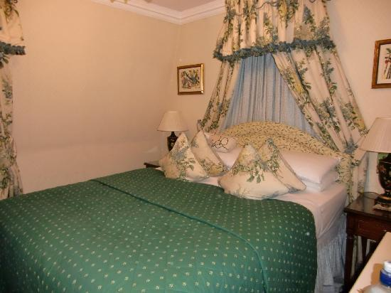 The Gallery Hotel: King-Size Bett