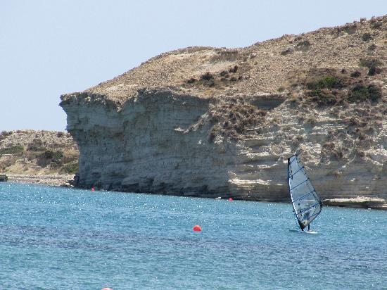 Columbia Beach Resort Pissouri: windsurfing in front of the hotel