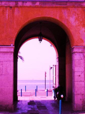 Niza, Francia: a gate