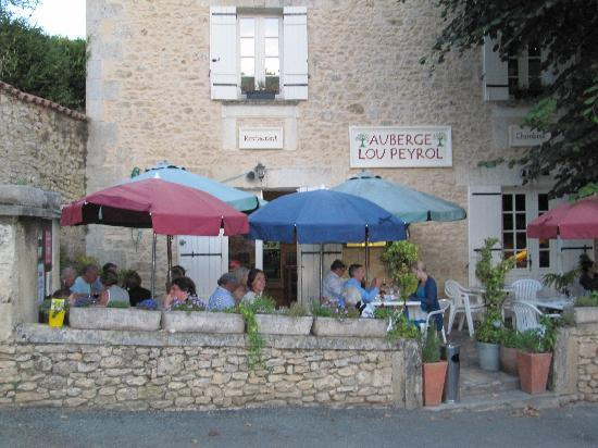 Auberge Lou Peyrol: View of the terrace
