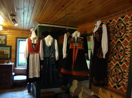 Mount Horeb, Висконсин: Norwegian Clothing