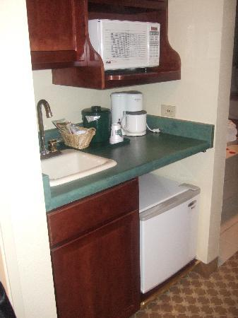 Country Inn & Suites By Carlson, Schaumburg: microwave & refrigerator
