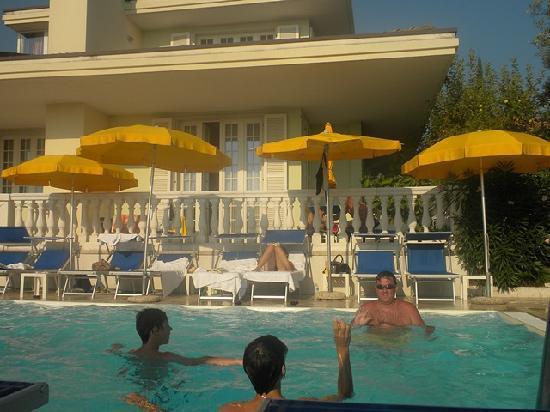 Hotel Gardenia & Villa Charme: Spaß am Pool