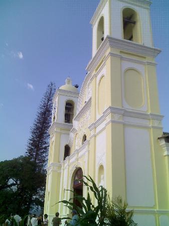 Hotel & Restaurant Guancascos: iglesia san marcos se ve desde guancascos