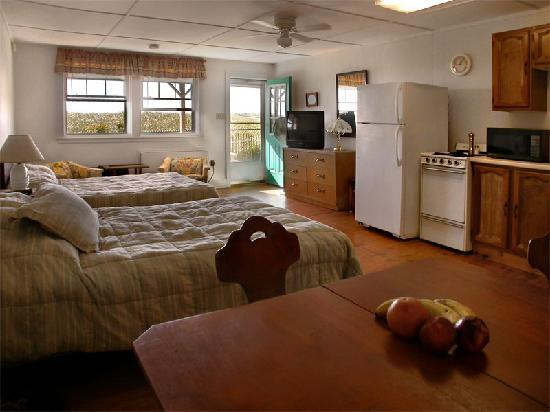 Seacoast Motel : private entrance direct to porch and beach