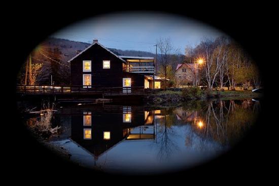 Susan's Pleasant Pheasant Farm: Night shot on Lake Wawaka.