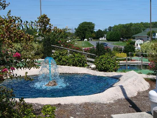 Long Neck Miniature Golf : Water features at Long Neck Mini-Golf